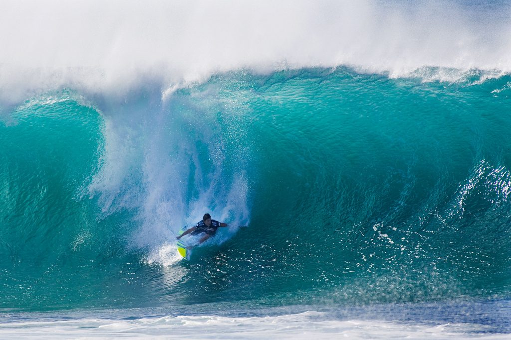 Guide to surfboard waxing Bruce Irons on Banzai Pipeline in Hawaii Flickr image by SurfGlassy