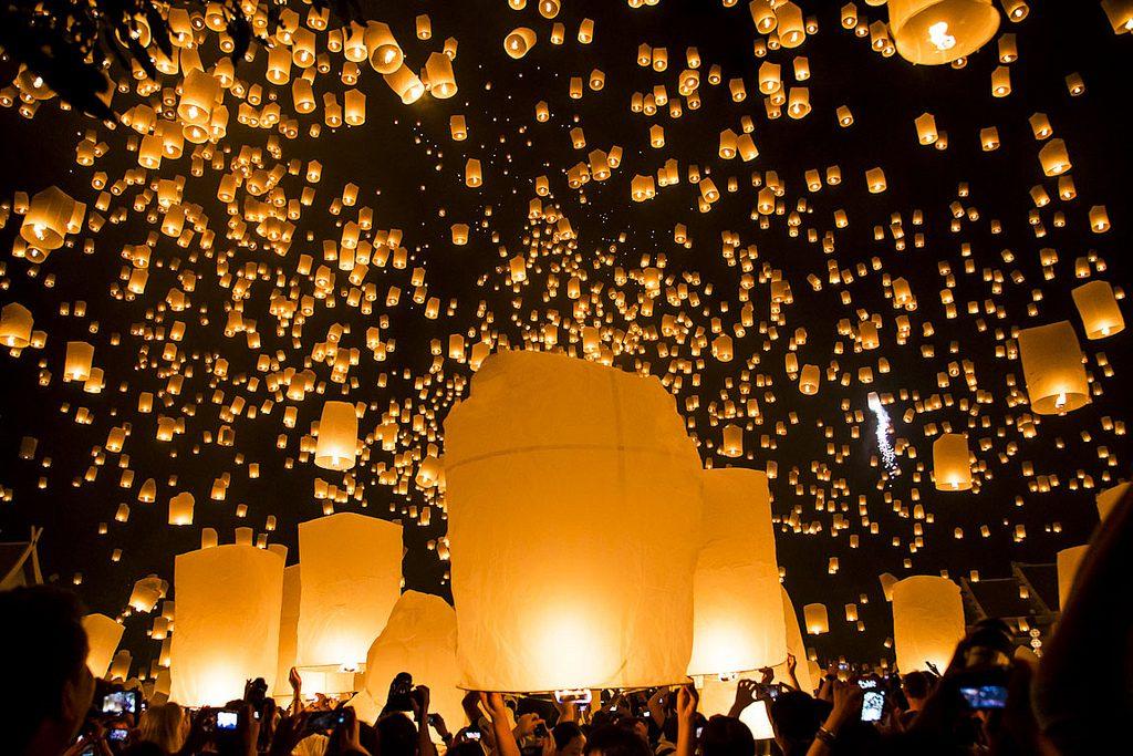 Chiang Mai Loy Krathong festival of light flickr image by John Shedrick