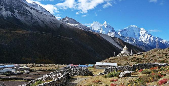 Everest Base Camp: Best Himalaya trekking holidays image courtesy of Himalayantrekkers.com
