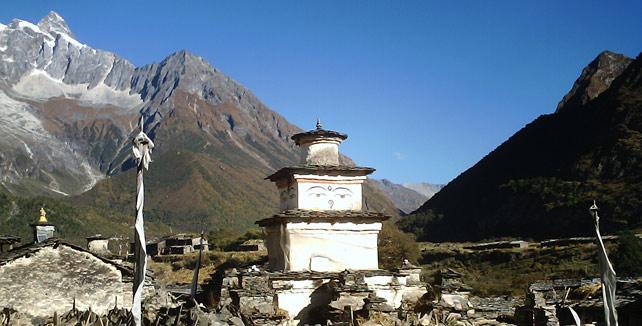 Manaslu: Best Himalaya trekking holidays image courtesy of Himalayantrekkers.com