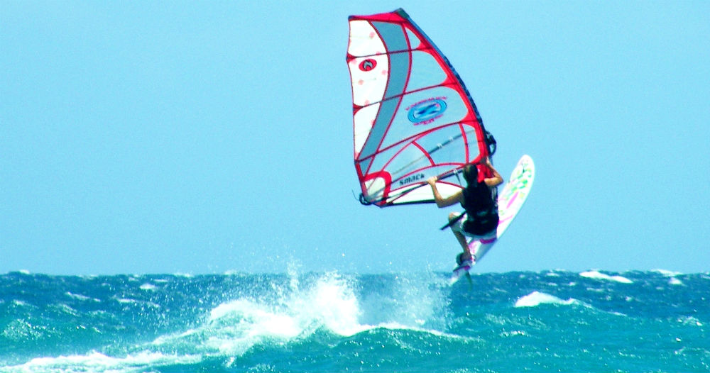 Kanaha Maui one of the top 5 freeride windsurf spots Best windsurfing holidays for all image of Fi by Tez Plavenieks