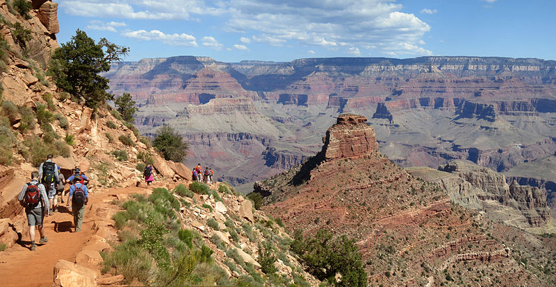 Guide to Grand Canyon hiking holidays Rim to Rim trek & day hikes wikimedia creative commons image by Grand Canyon National Park