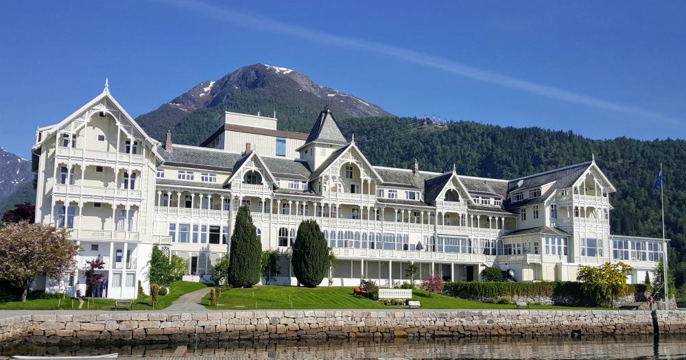 The waterfront hotel Kviknes