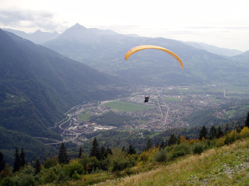Paragliding European Style at plaine joux one of the 23 best paragliding sites in europe - Flickr CC image by Chris Dorward