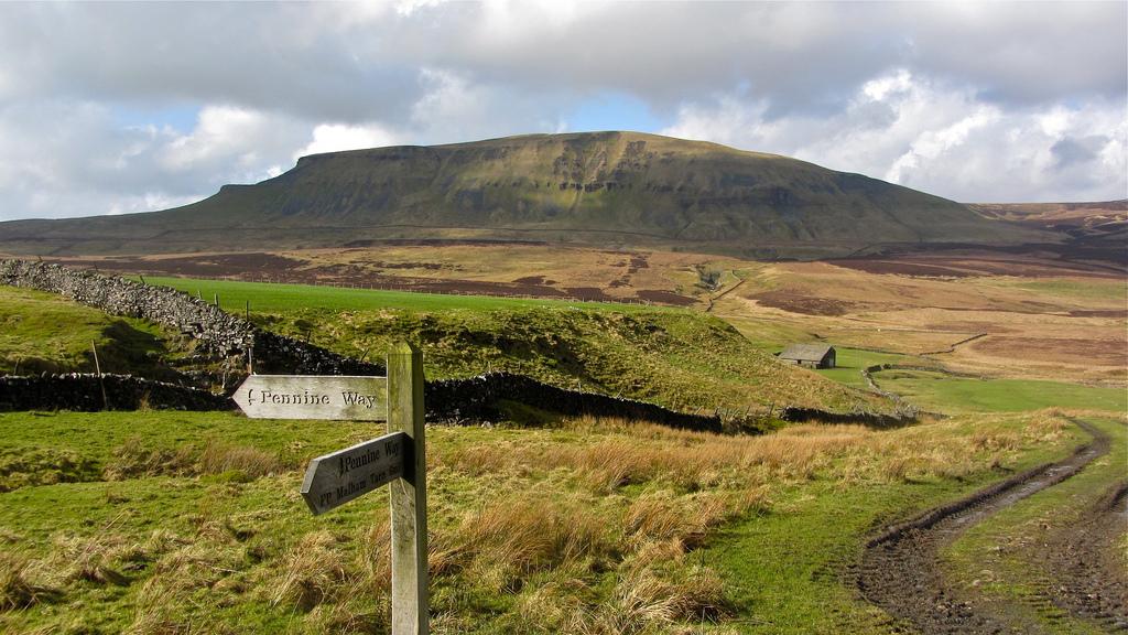 Best UK treks flickr cc image of Pennine Way by walkinguphills