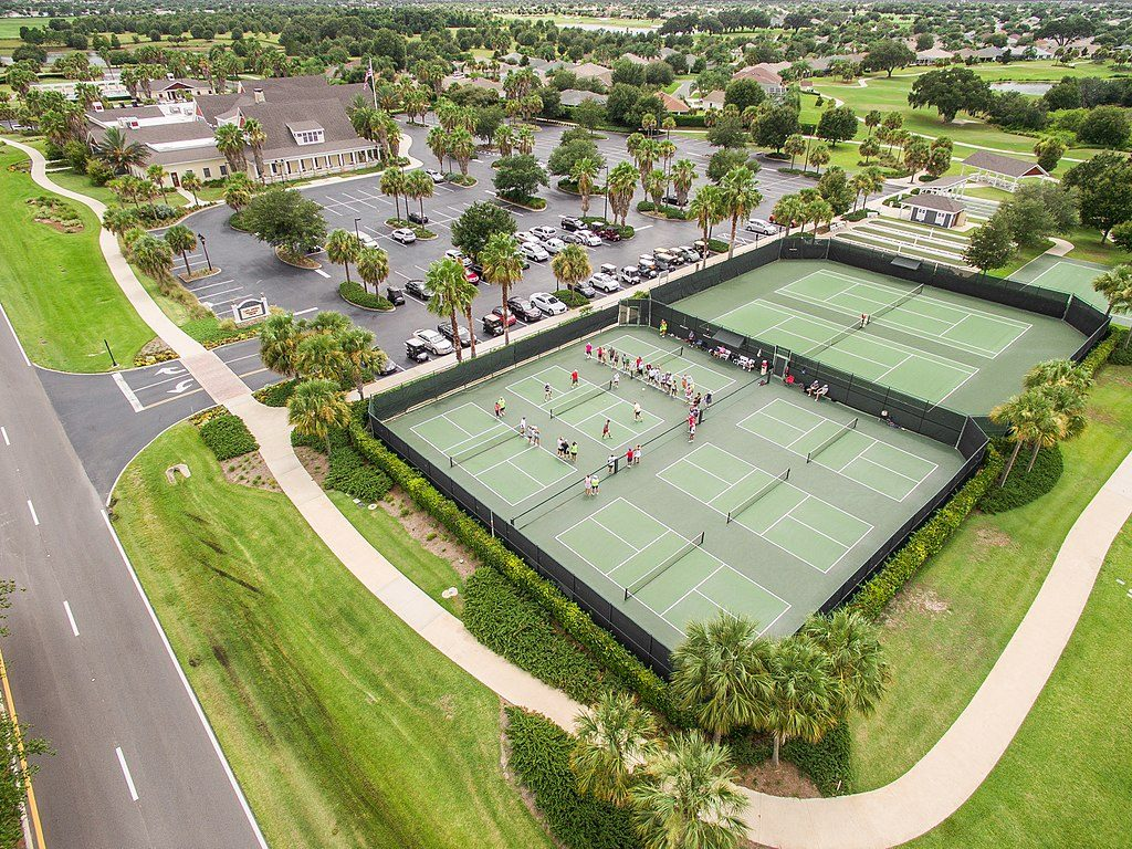 what is pickleball - pickleball courts - CC wikimedia commons pic
