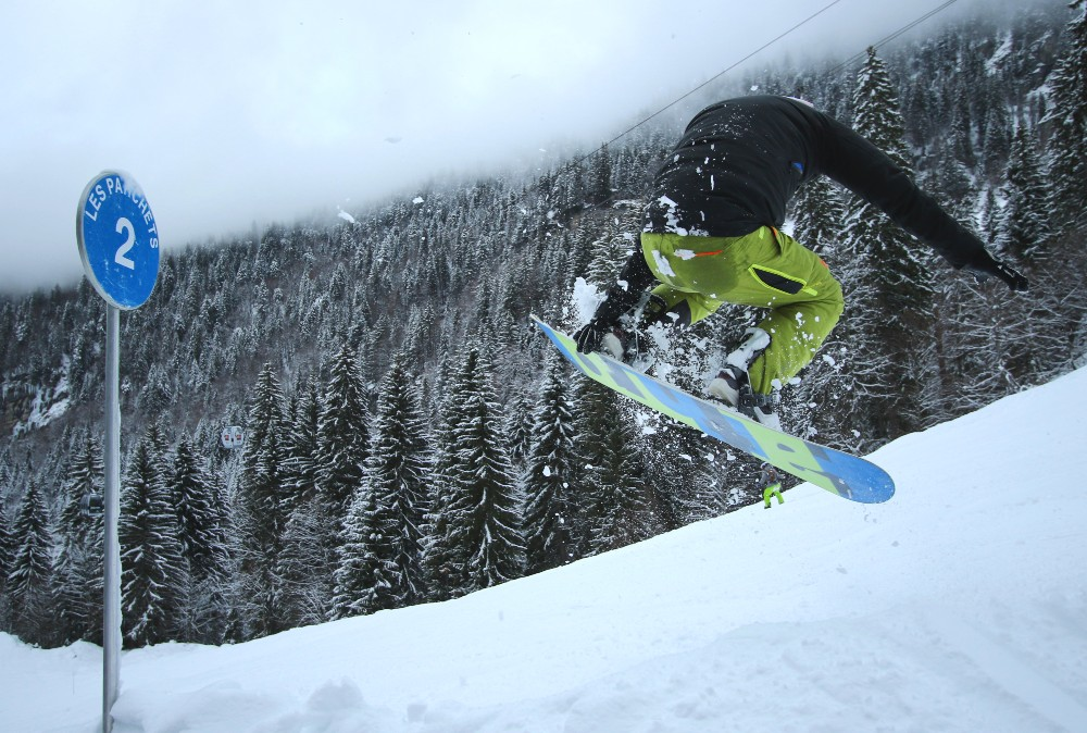 Side hit with grab on way to Ardent in Portes Du soleil photo by Numero97 Thomas Humpage photography 2 (1)