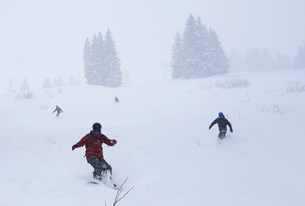 Powder in Prolays area during review of snowparking more mountain snowboard camp in morzine