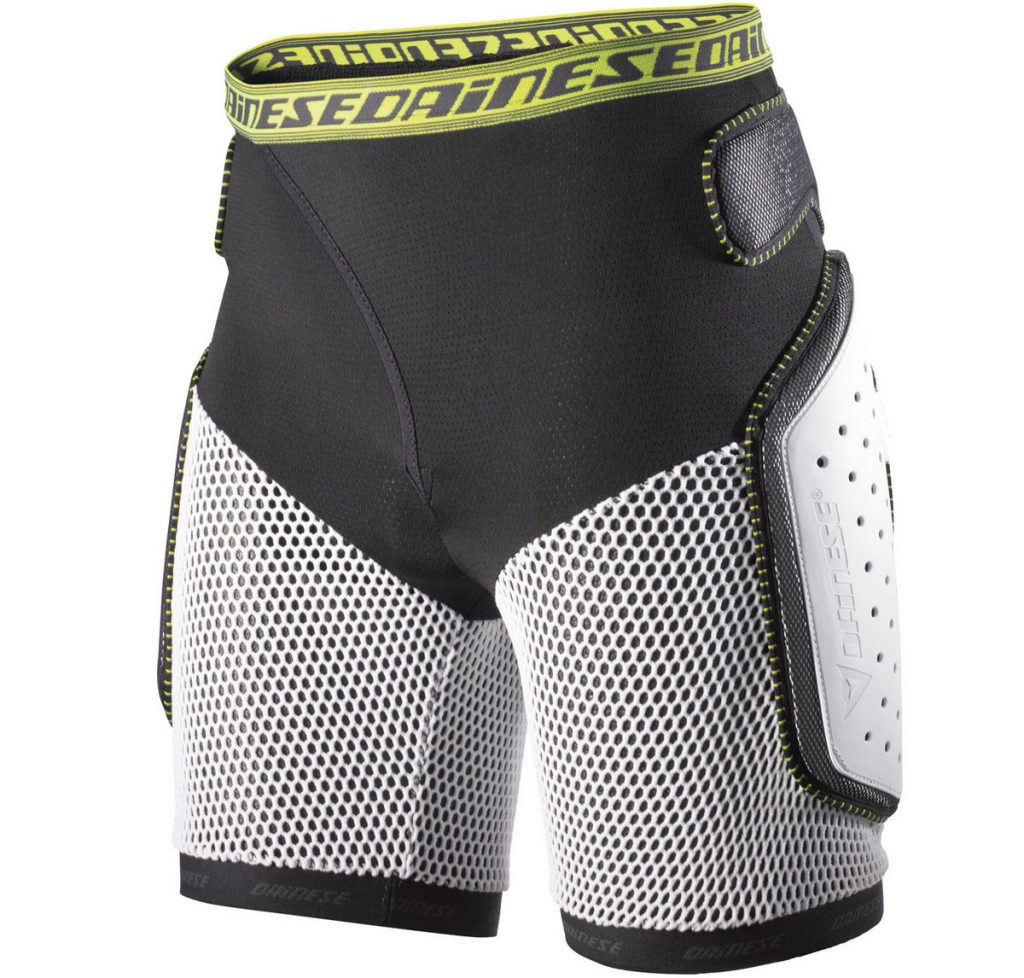 Dainese Action Short Evo review Testing snowboard crash pants Front