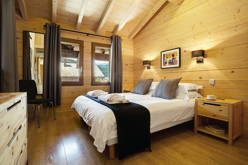 Review of More Mountain ski holidays in Morzine Laid back luxury bedroom