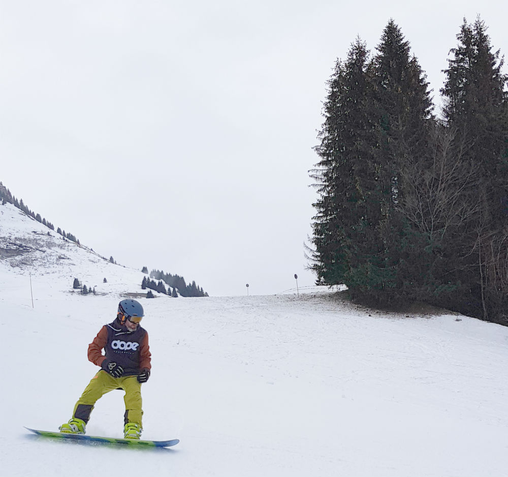 Top ski jacket tips: How to buy a coat for skiing or snowboarding Les Gets snowboarding in Portes Du Soleil