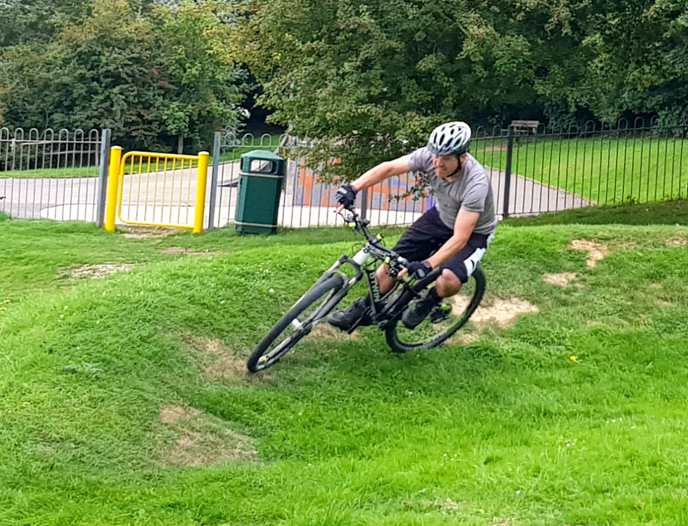 BTWIN Rockrider 560s review at Newhaven pump track Best cheap full suspension mountain bike