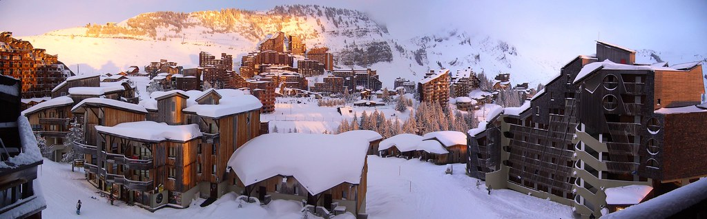 Review of Avoriaz snowboarding holiday in Portes Du Soleil Flickr CC image by James Preston