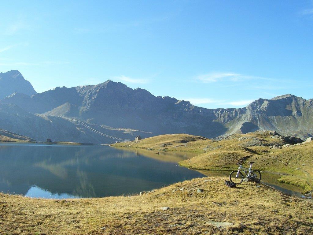 Mountain biking Aosta Valley at Lago Miserin Copyright VALLE D'AOSTA-MTB