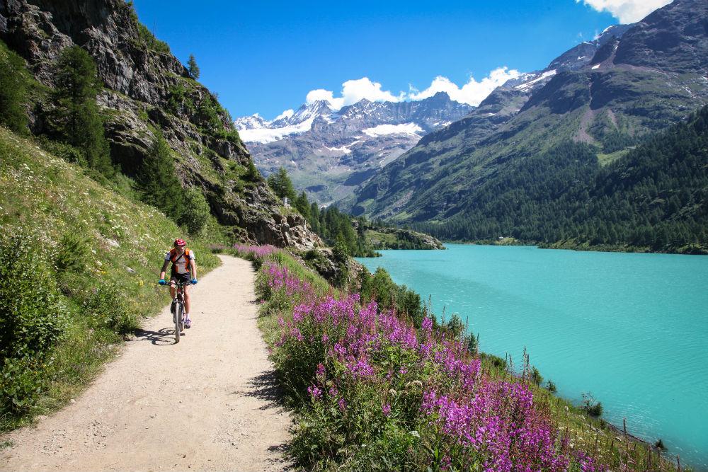 Guide to the best mountain biking in Aosta Valley Copyright VALLE D'AOSTA-MTB Lago Place Moulin Bionaz (foto Enrico Romanzi)-2959