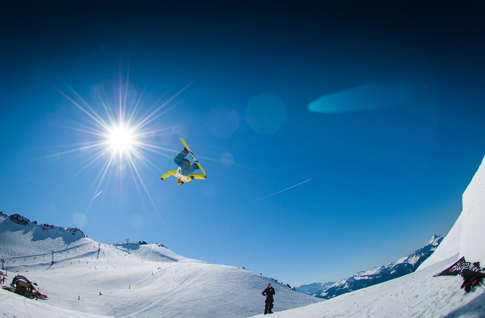 Tips to buy snowboard bindings Different types of binding for snowboarding Pixabay royalty free image