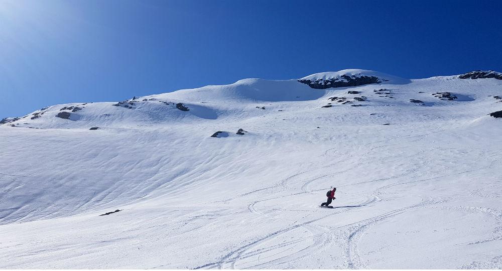 Backcountry snowboarding in Vatnahalsen Norway