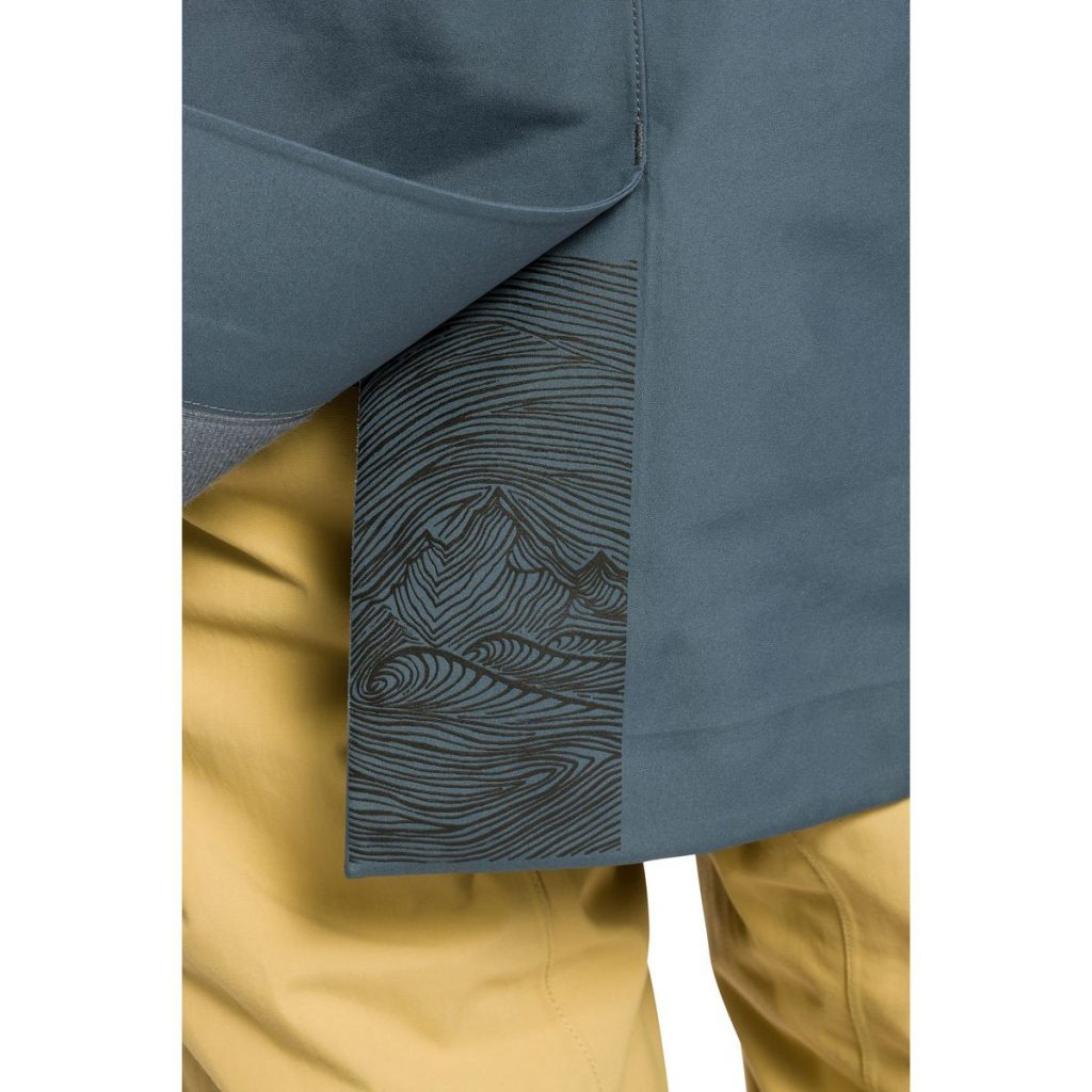 Review of Dakine Eliot 3L Gore-Tex Long stylish backcountry shell jacket with nice design details
