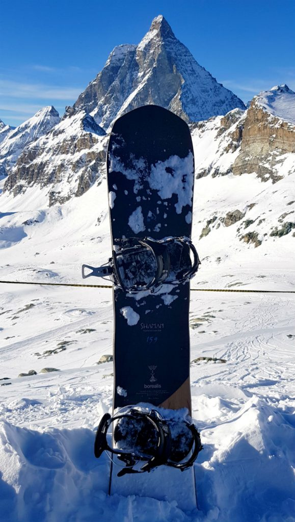 Snowboarding in Cervinia and Zermatt in view of the Matterhorn