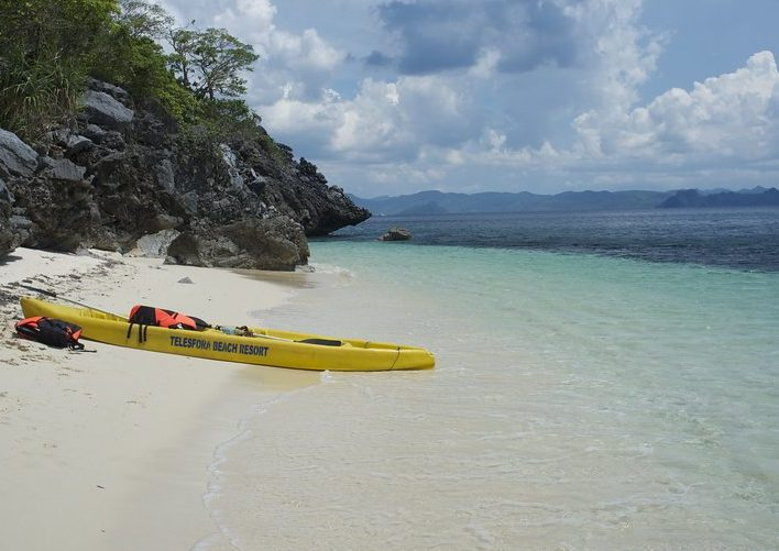 Guide to Philippines adventure holidays kayaking at El Nido Flickr CC image by Aleksandr Zykov
