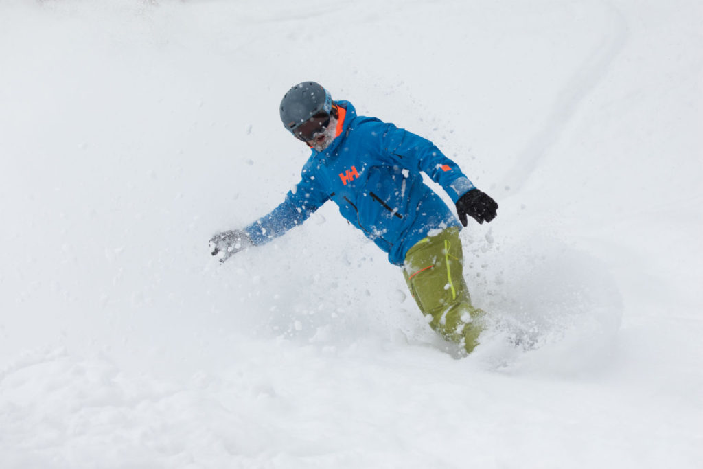 Top ski jacket tips: How to buy a coat for skiing or snowboarding Japan Photo by Antti Hentinen
