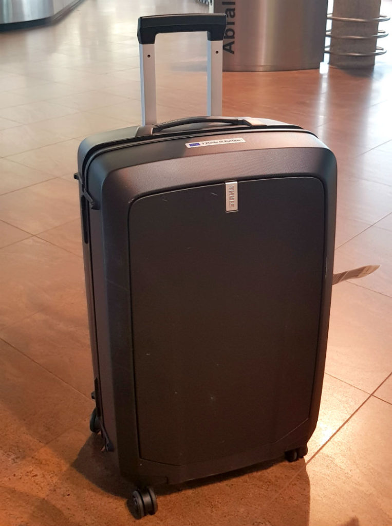 Robust hardside luggage Review of Thule Revolve Spinner 68cm suitcase