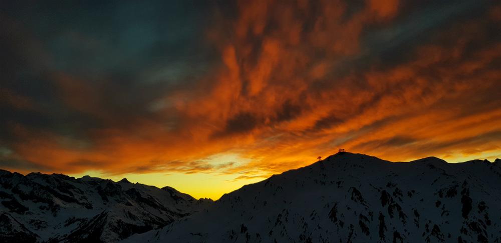 Stunning sunset from Schneekarhutte above Mayrhofen