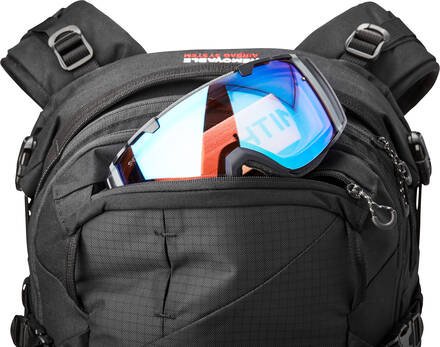 dakine poacher ras 26L backpack goggle pocket