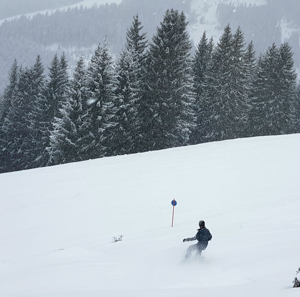 Day 1 on snowboarding holiday in Saalbach