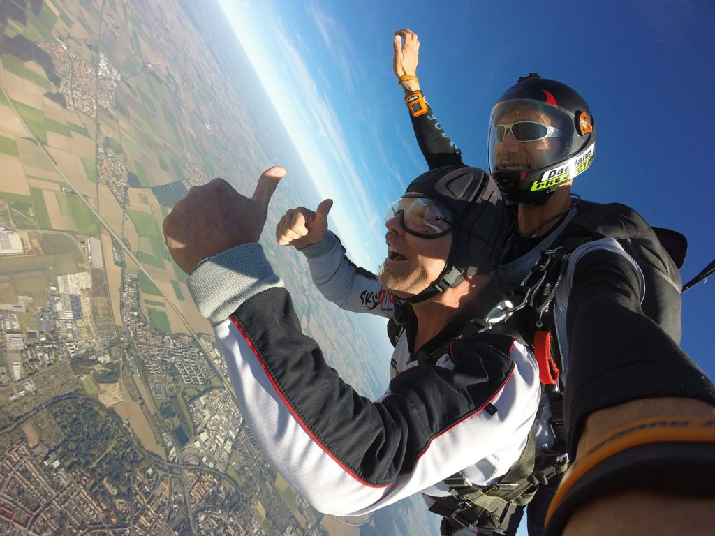 How much does skydiving cost Pixabay royalty free image