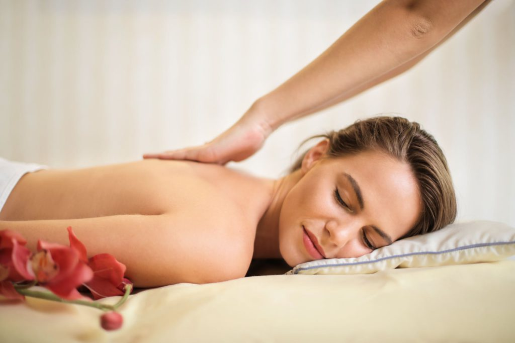 Massage one of the Best jobs in a ski resort Top 13 careers for skiers and snowboarders Pexels royalty free image