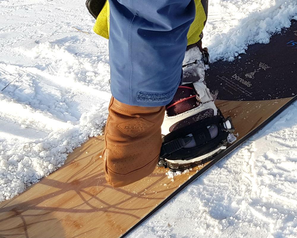 testing Dakine Benchetler Signature Series doing up snowboard bindings