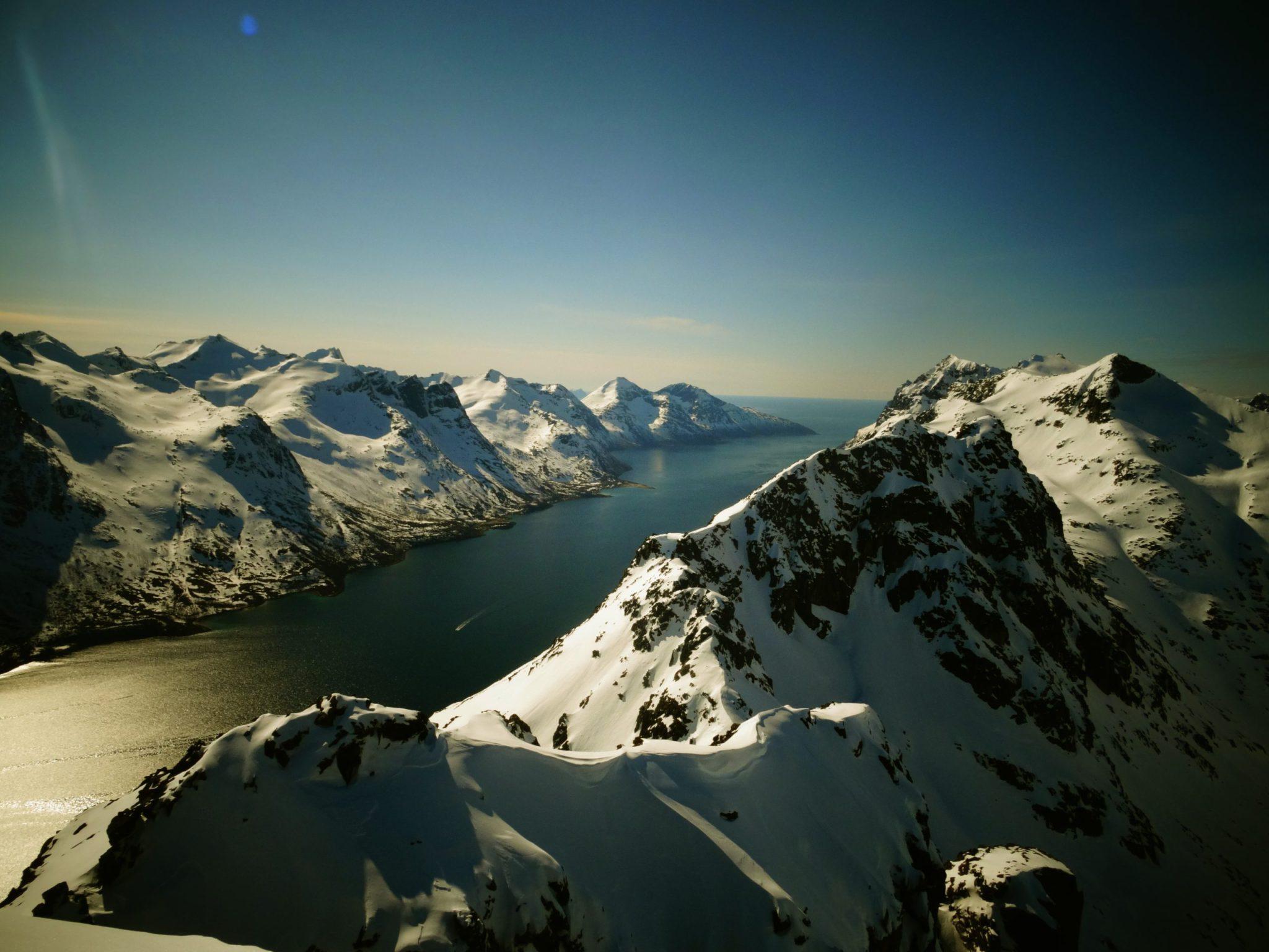 Norway splitboarding holiday: Norwegian freeride snowboarding