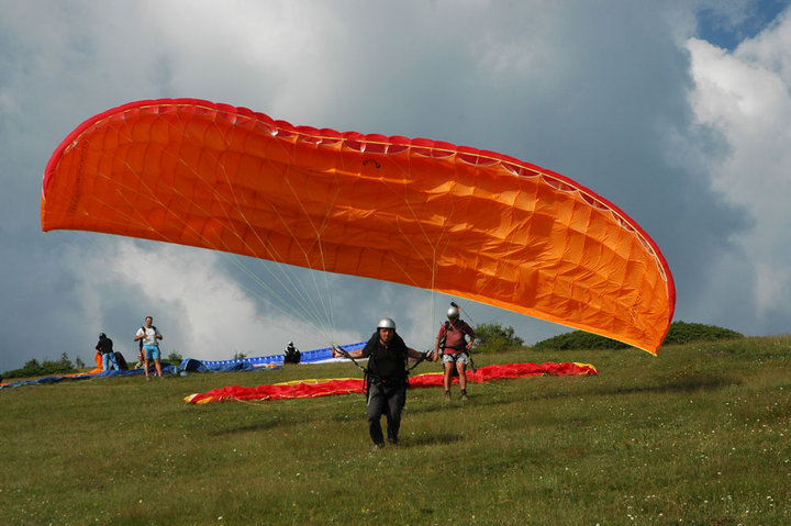 6 Day Beginner Paragliding Course in Bulgaria