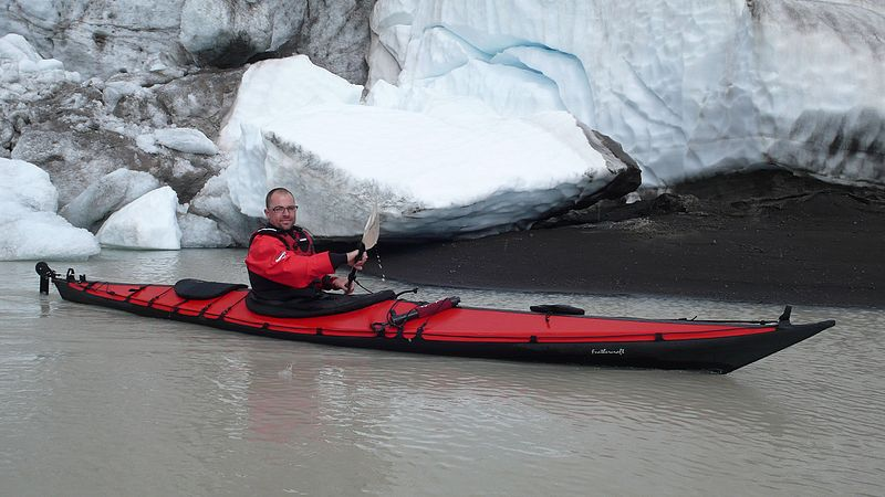 Long distance kayaking & canoeing Packing tips for overnight kayak trips Wikimedia CC image by Lrdriver