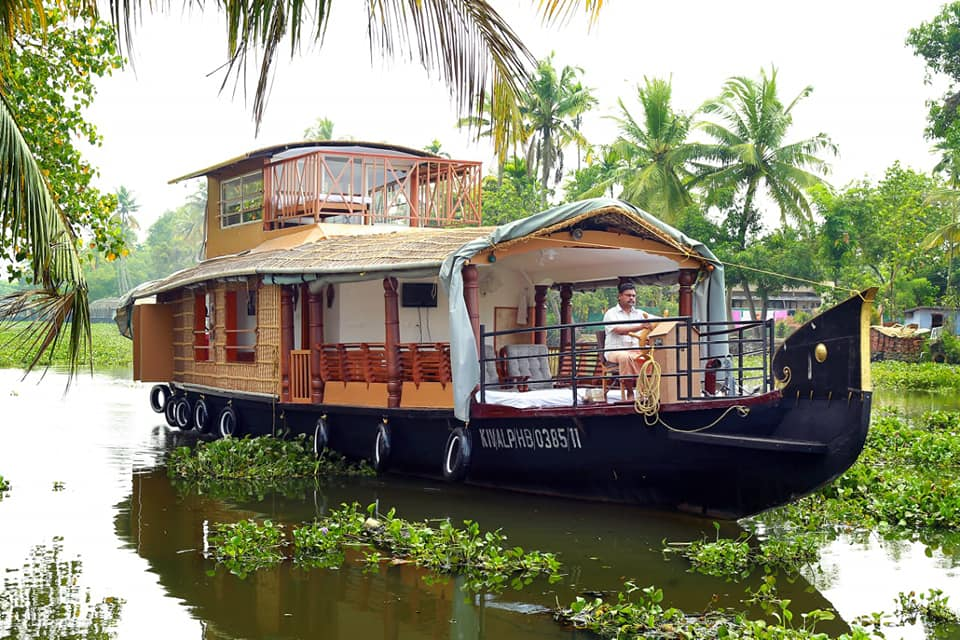Houseboat cruise in the backwaters of Kerala: Adventure Cruising in India