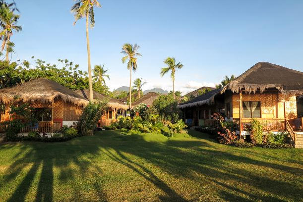 Philippines sea facing cottages: Secluded beach resort in Dauin