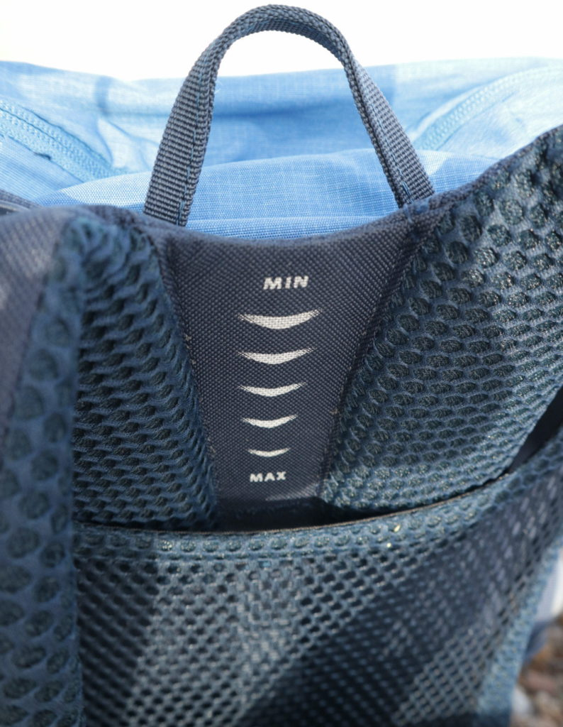 Detail of the Small rucksack with adjustable back and shoulder straps of the Vaude brenta 24