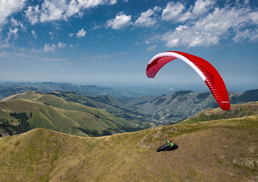 Complete beginner learn to paraglide holiday in Spain