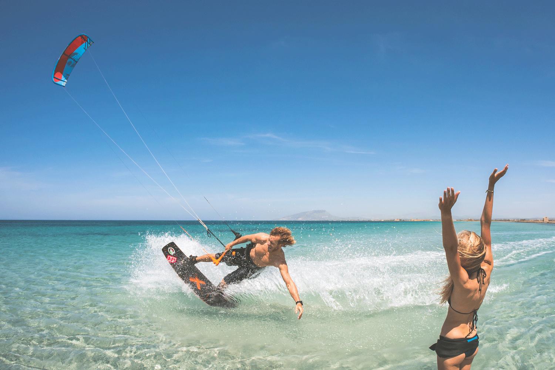 Sicily beginner kitesurfing holiday: Learn to kitesurf in Italy