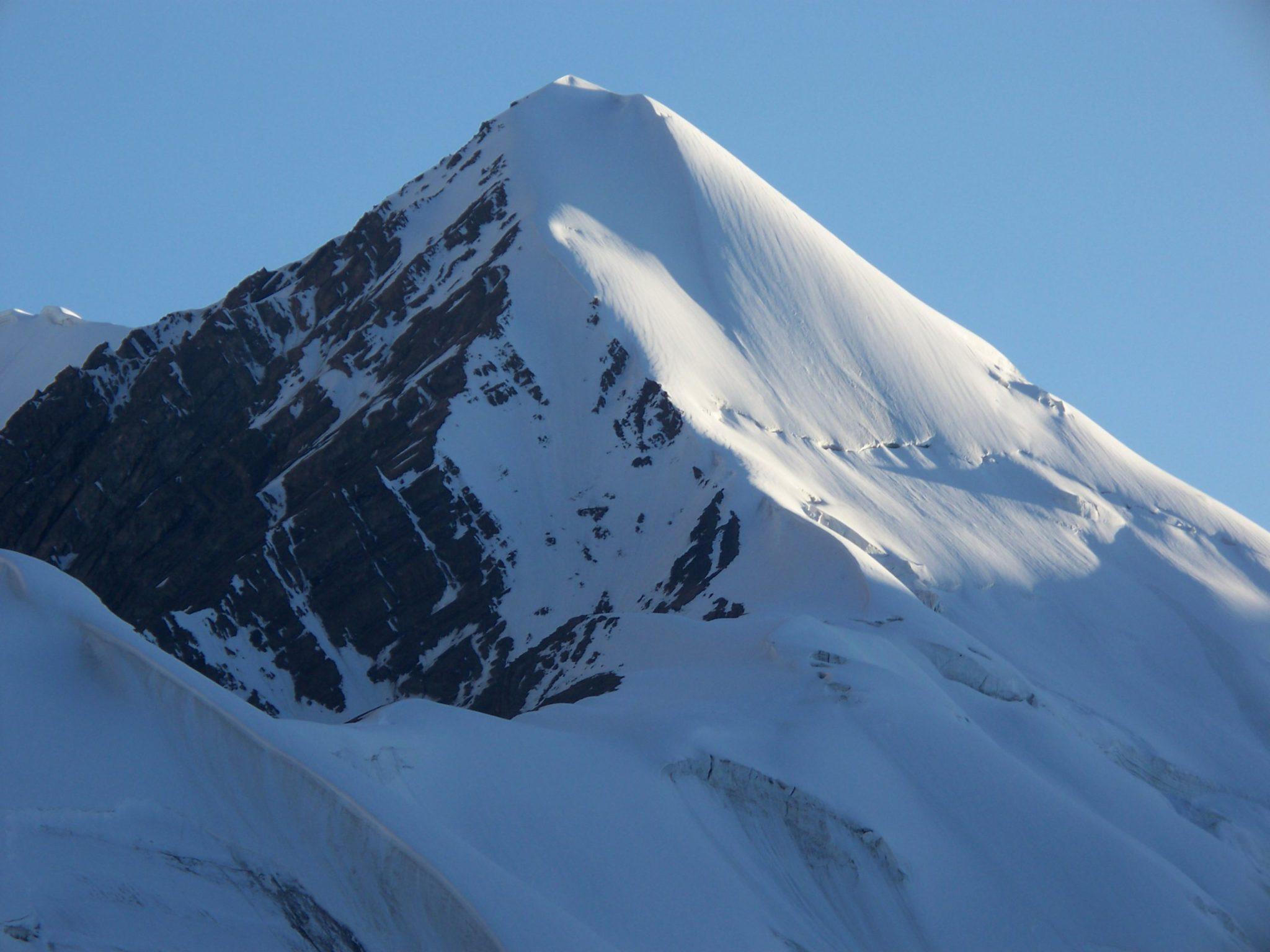 Pamir Mountaineering in Kyrgyzstan: Climb Lenin Peak (7,134m)