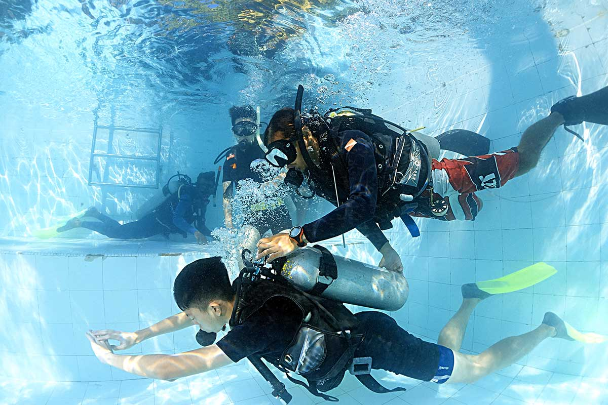 Beginner scuba diving holiday in Malaysia: Learn to dive Tioman
