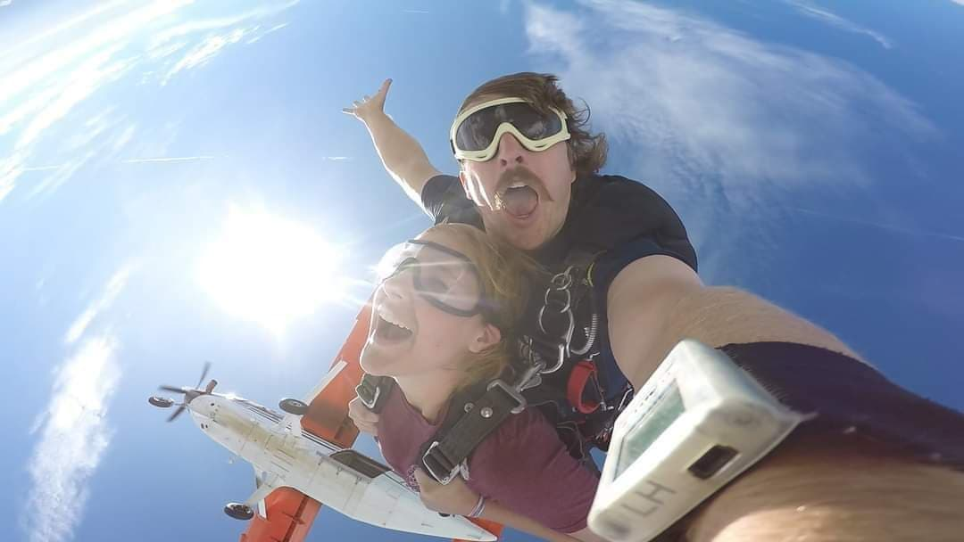 Tandem Skydiving in Ohio from 13,500ft: Skydive in Cleveland, USA
