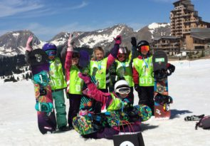 group kids snowboarding lessons in Morzine, Avoriaz and Les Gets by Mint Snowboarding