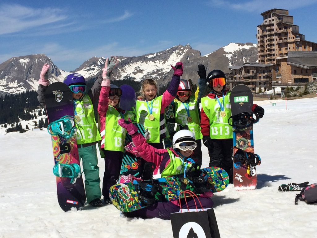 Group kids snowboarding lessons in Morzine, Avoriaz and Les Gets