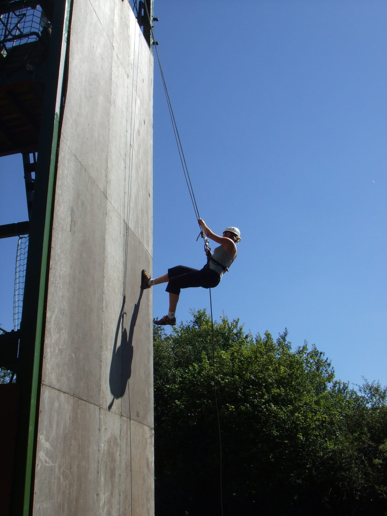 Sussex abseiling experience in East Grinstead: UK abseil lesson