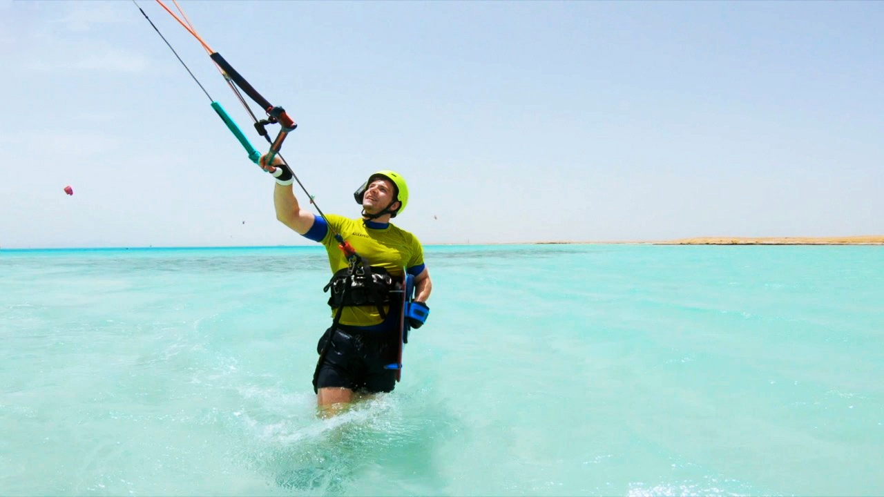 Makadi Bay beginner kitesurf course: Learn kitesurfing in Egypt
