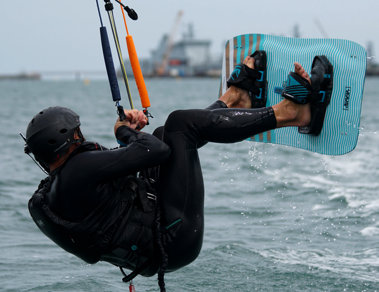 1 day Dorset introductory kitesurfing course at Portland Harbour