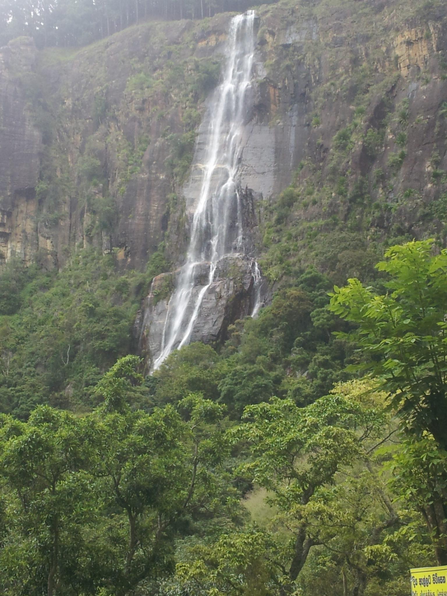 Devils Stair hike in Sri Lanka: Hiking to Bambarakanda Falls