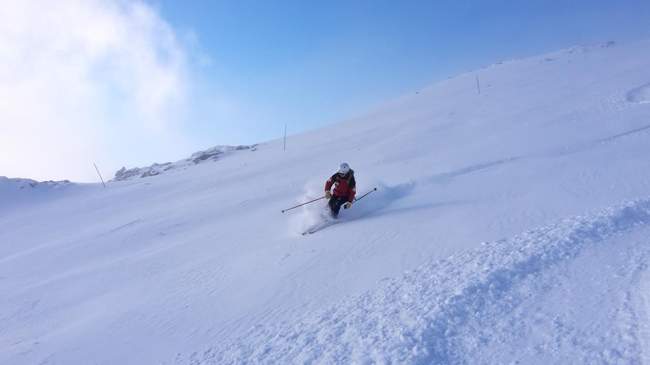 Downhill, Alpine Glencoe skiing lessons: Learn to ski in Scotland